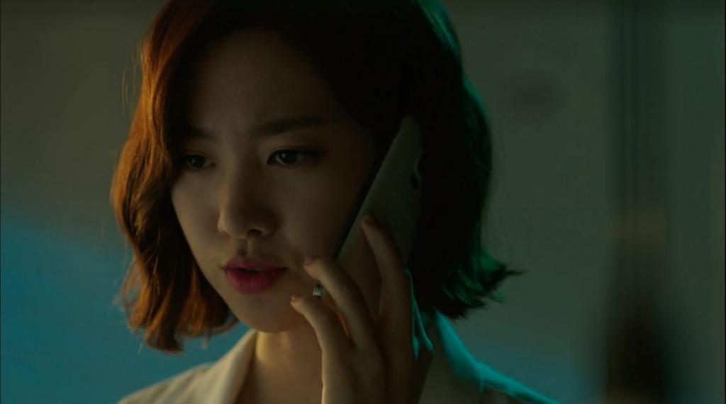 A misteriosa doutora Han Seung-hee (identidade falsa de Song Jae Hee), interpretada por Jin Se-yeon
