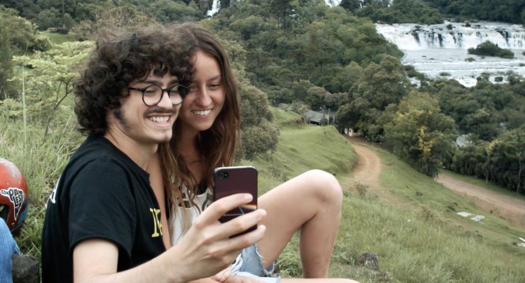 Murilo e Ana durante a viagem rumo ao litoral
